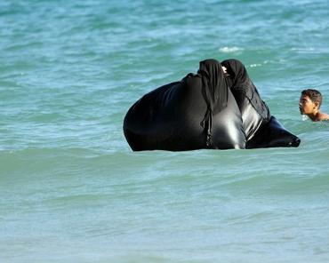 Swimming-Burka-For-Woman-600x480.jpg