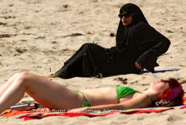 burkini-et-bikini.png